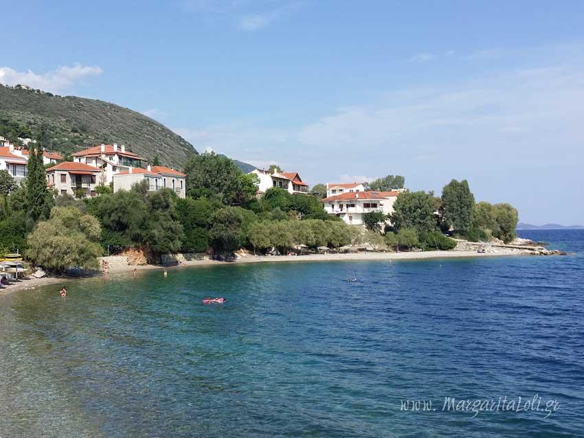 """Η """"κρυμμένη"""" παραλία στο Μοναστηράκι"""