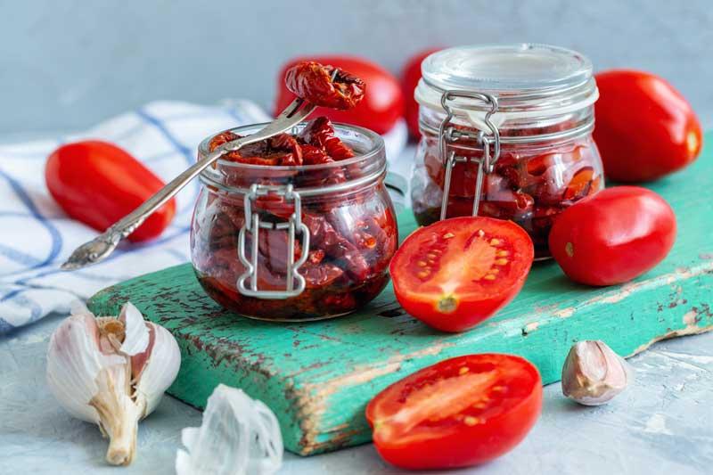 Πώς να φτιάξεις πεντανόστιμες, σπιτικές, λιαστές ντομάτες