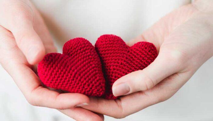 Η αγάπη είναι καρφίτσα που αγκυλώνει την καρδιά