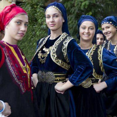 15 αγαπημένοι ελληνικοί παραδοσιακοί σκοποί