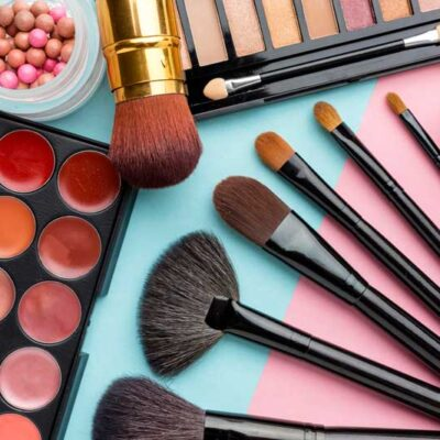 20 must προϊόντα ομορφιάς για το βαλιτσάκι μακιγιάζ